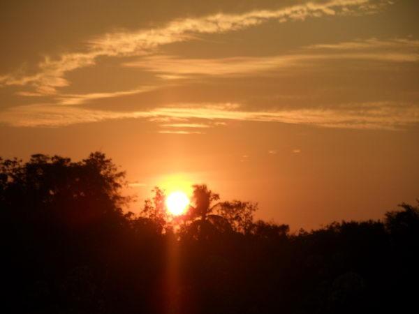 sehr schöner sonnenuntergang in asien