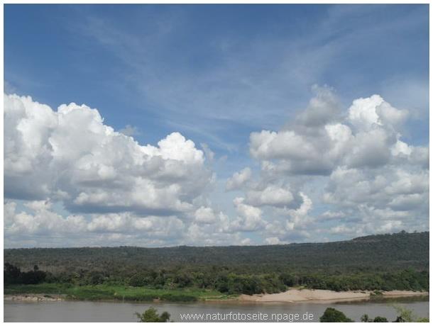 wolken mit naturvordergrund
